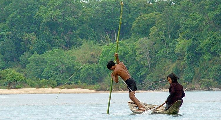 Barque dans le Ratanakiri