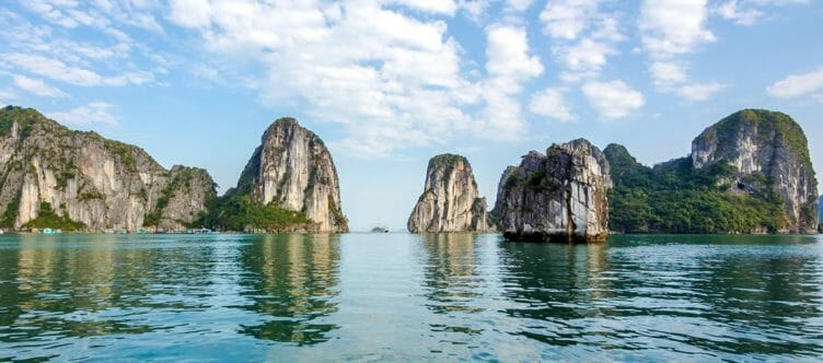 En Jonque sur la Baie d'Halong maritime