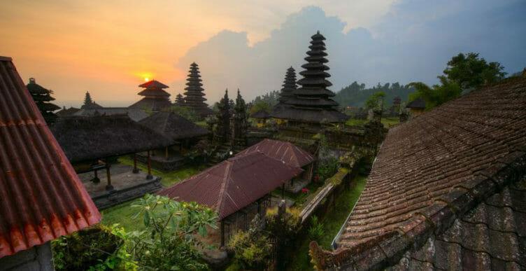 Vue sur Besakih à Bali avec Samsara