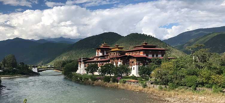 Dzong en voyage au Bhoutan