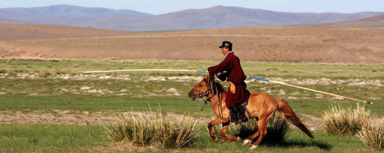 Cavalier dans les plaines de Mongolie d'Ongii
