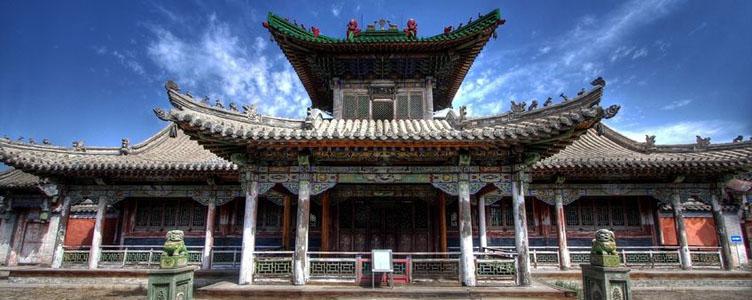 Temple à Oulabator lors d'un voyage en Mongolie
