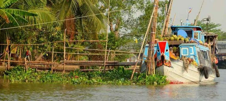 Bateau en voyage dans le delta du Mékong