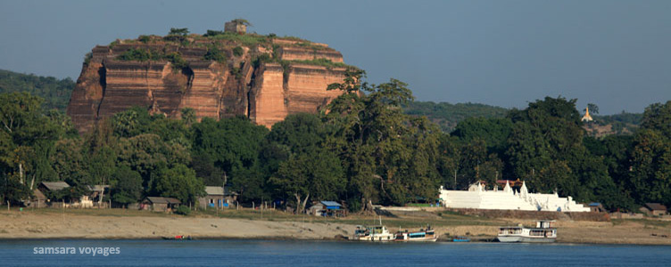 Vue sur Mingun depuis l'Irrawaddy