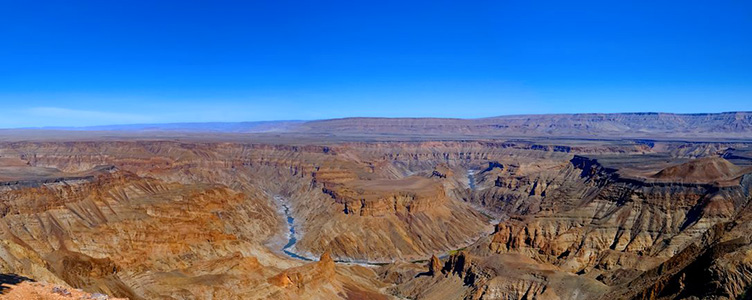 Panorama de Fish River canyon en Namibie