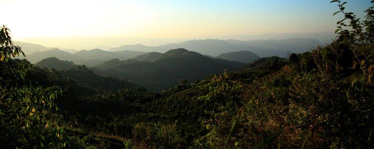 Montagnes dans la région de Kalw en Birmanie
