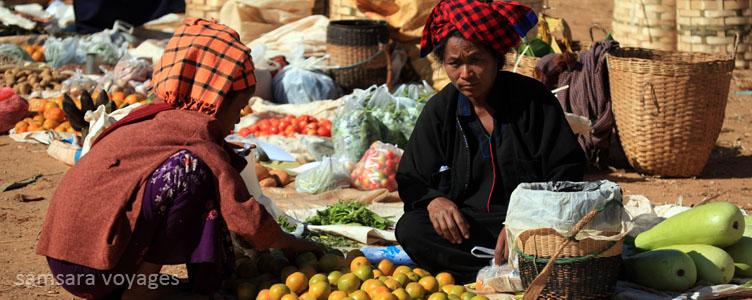 Marché à Indein au lac Inle, Myanmar