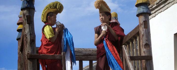 Moines mongols à Erdene Zu