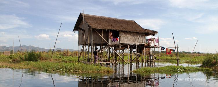 Maison sur pilotis sur le lac Inle en Birmanie