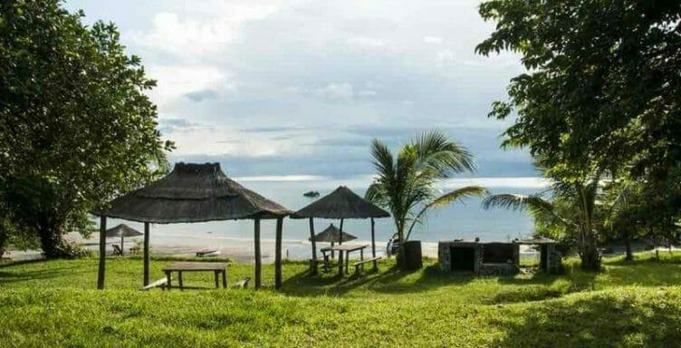 Plage au lac Malawi